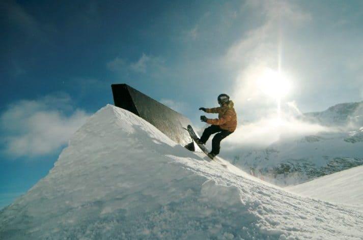Tignes snowboarder