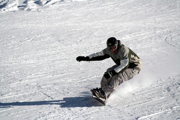 Is it easier to learn skiing or snowboarding? | Yahoo Answers