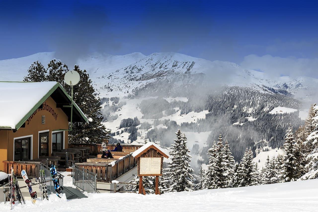 Snow-chalet-Ski-Lifts